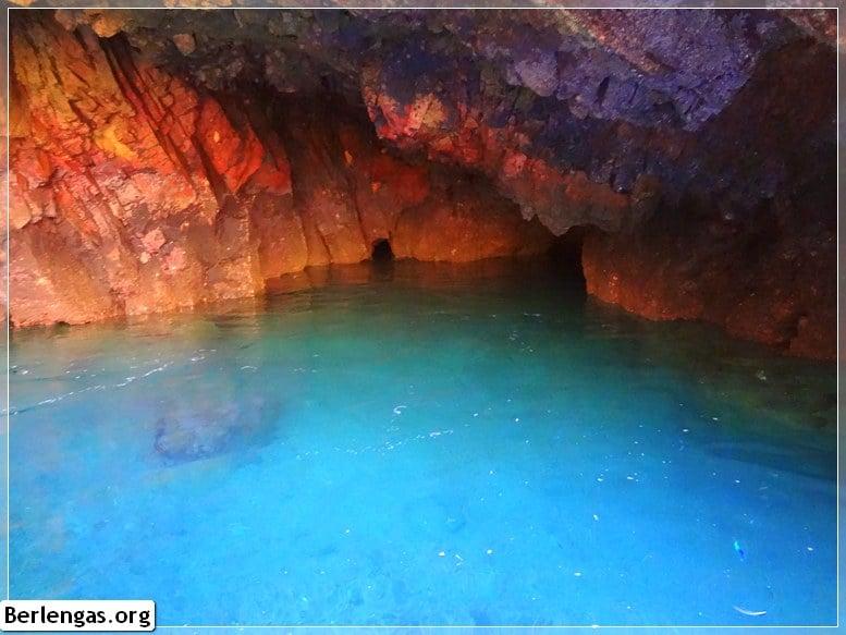 Explorar as grutas das Berlengas de barco